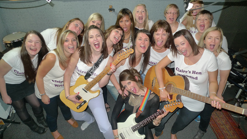 Quuen C hen party- group pic